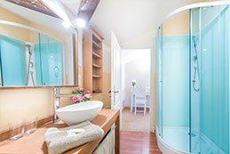 Le Gargantua   Melusine Bedroom   Bathroom