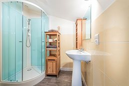 Le Gargantua   Pantagruel Bedroom   Bathroom